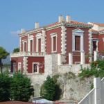 Χαλκίδα-Το κόκκινο σπίτι με τ' αγάλματα